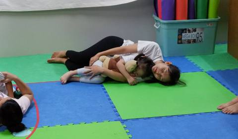 Mommy-and-Me-Yoga-2019-13